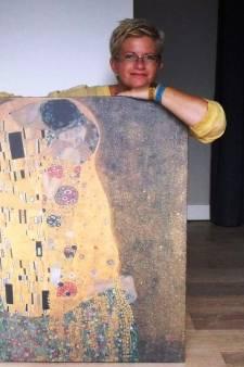 Kunstenares in Gramsbergen gaat De Kus naschilderen: 'Hoe heeft hij dit verzonnen?'