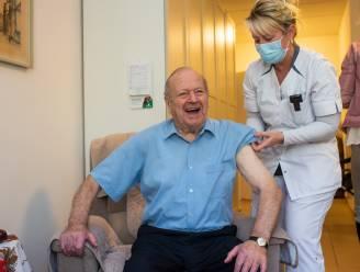 """Bewoners WZC Sint-Lodewijk dolblij met hun coronavaccins: """"Eindelijk licht aan het eind van de tunnel"""""""