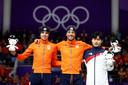 Van links naar rechts tijdens de ceremonie van de 1500 meter: Patrick Roest (zilver), Kjeld Nuis (goud) en Kim Min-seok.
