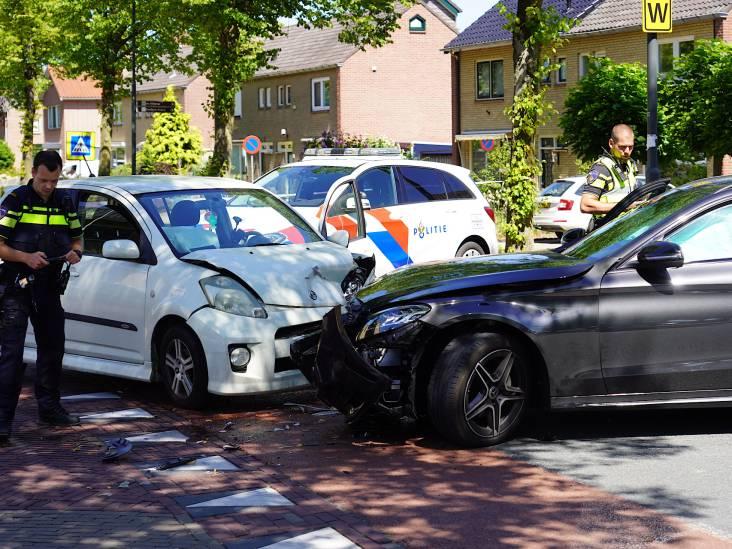 Vrouw gewond bij frontale botsing in Nieuwendijk