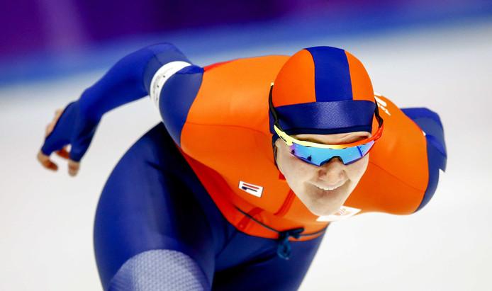 Lotte van Beek vervangt Leenstra op de 500 meter.