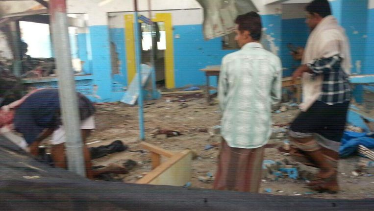 Op deze foto van Artsen zonder Grenzen is de schade aan het ziekenhuis in Abs te zien. Beeld afp