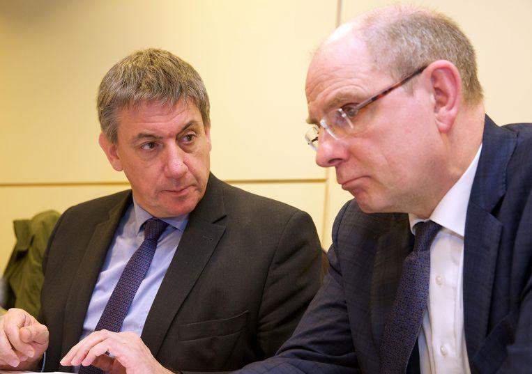 Minister van Binnenlandse Zaken Jan Jambon (N-VA) (links), naast justitieminister Koen Geens (CD&V).