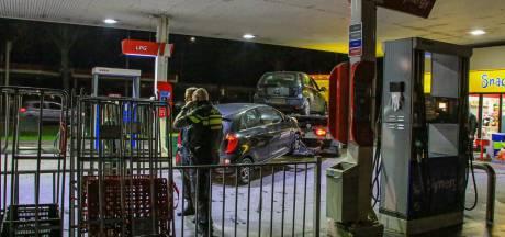 Politie houdt drie personen aan en neemt twee auto's in beslag na bedreiging in Helmond