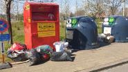 Sluikstorters laten kledij en boeken achter aan glascontainers in Gareelmakersstraat