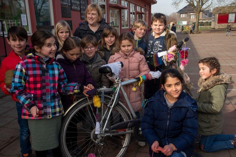 In de basisschool De Zonnebloem in Kalken werden fietsen gepimpt tot 'warme Flandrien Fiets'.