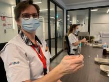 """Brugge zoekt vrijwilligers voor vaccinatiecentrum: """"Verpleegsters en geneesheren op rust krijgen in ruil eerste vaccin"""""""