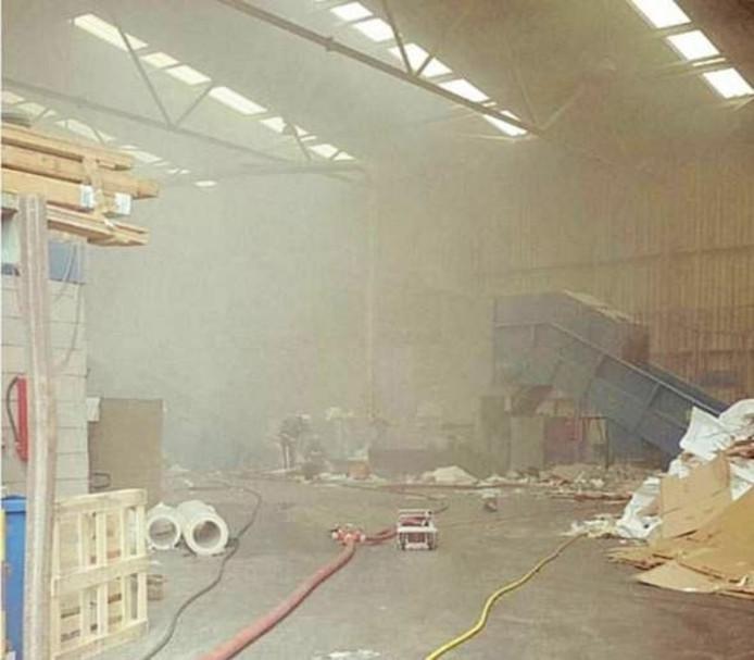 Er was een flinke rookontwikkeling bij de brand in het bedrijf. Foto: Politie Brummen