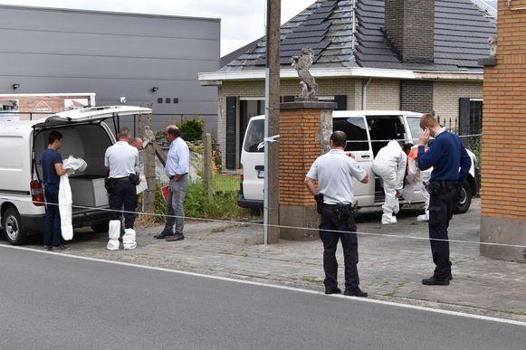 Het CSI-team van parket Oost-Vlaanderen is ter plaatse.