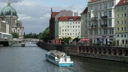 Verschillende gewonden nadat man vanop brug in boot plast in Berlijn