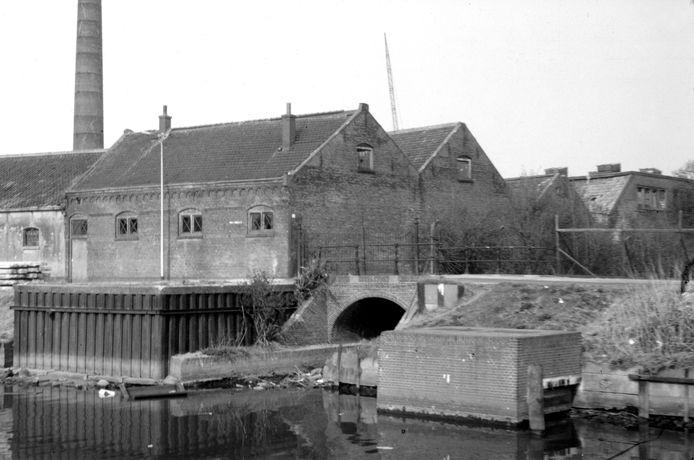 De Beenzwartfabriek aan de Vecht in de jaren 60.