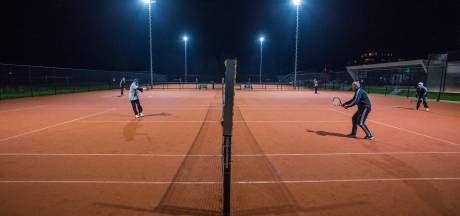 Ledengroei bij Achterhoekse tennisclubs: voetballers die willen sporten gaan ook lekker een balletje slaan