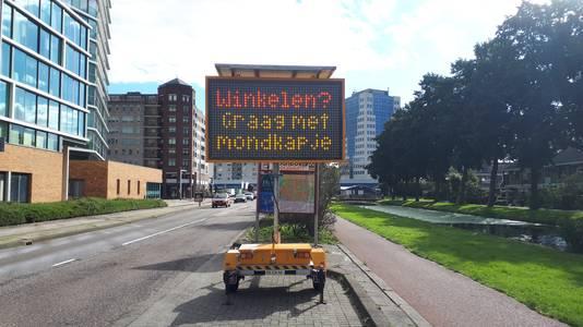 De Rivierweg in Capelle aan den IJssel. Doe toch vooral een mondkapje op.