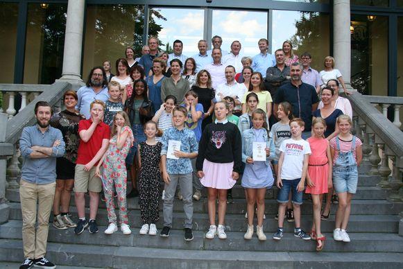 De kindergemeenteraad samen met de Kapelse gemeenteraadsleden.