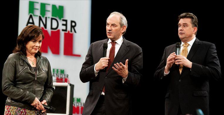 (Vlnr) Jolande Sap, Job Cohen en Emile Roemer zaterdag tijdens een bijeenkomst in Nijmegen. PvdA, de SP en GroenLinks presenteerden een gezamenlijk alternatief voor het bezuinigingsbeleid van het kabinet. Beeld anp