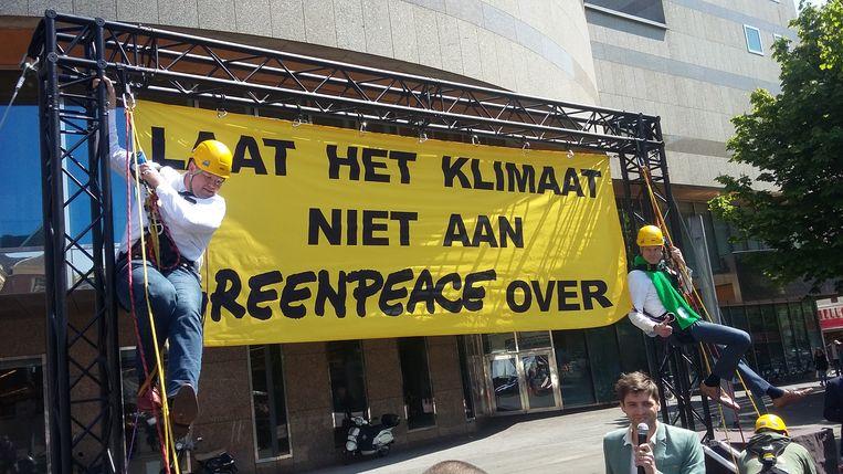 Enkele tientallen VVD'ers en CDA'ers lieten het 'groene geluid' horen. Beeld Bart Zuidervaart