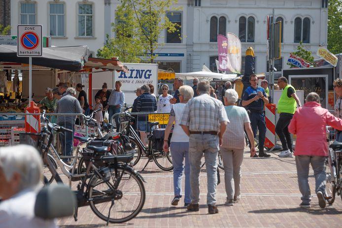 Er moet bij de tijdelijke terrasuitbreiding uiteraard wel rekening worden gehouden met de weekmarkt in Zevenbergen.