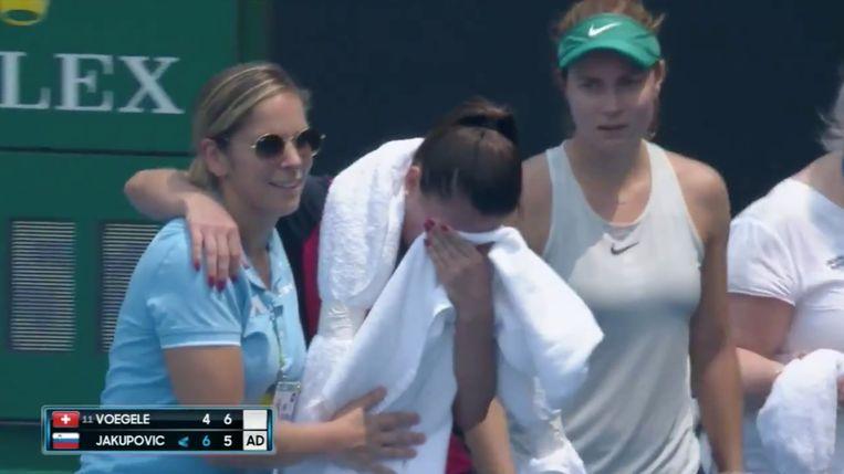 De Sloveense tennisster Dalila Jakupovic werd bevangen door de rook tijdens de kwalificaties van de Australian Open.
