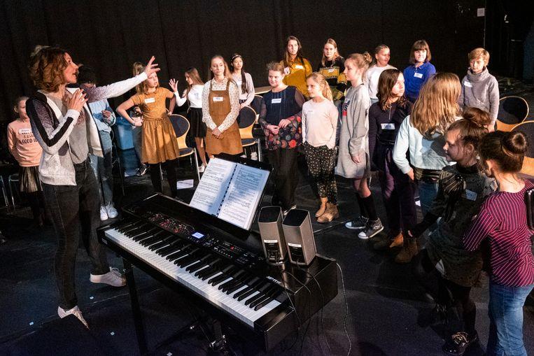 De kinderen vlogen er meteen in tijdens hun eerste zangrepetitie