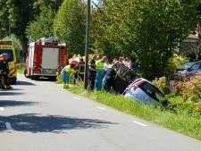 Bestuurder slingert over de weg en komt in sloot terecht in Stolwijk