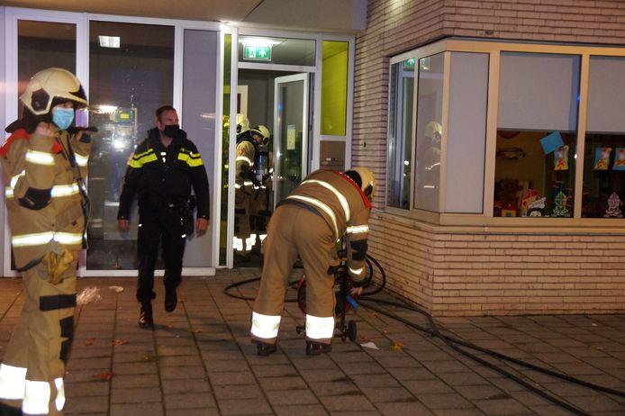 Vuurwerk binnen gegooid bij scholengemeenschap het Pallet in Vlijmen.