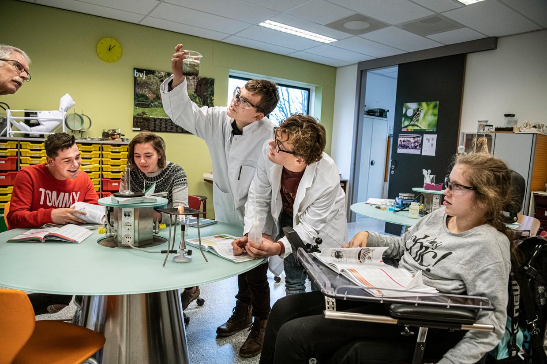Scheikundeles op het Dominicus College in Nijmegen.