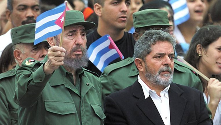 Fidel Castro (L) en de Braziliaanse oud-president Luis Lula da Silva in 2000. © AFP Beeld