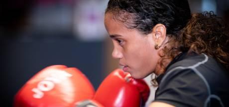 Jemyma Betrian donderdag in actie op WK boksen