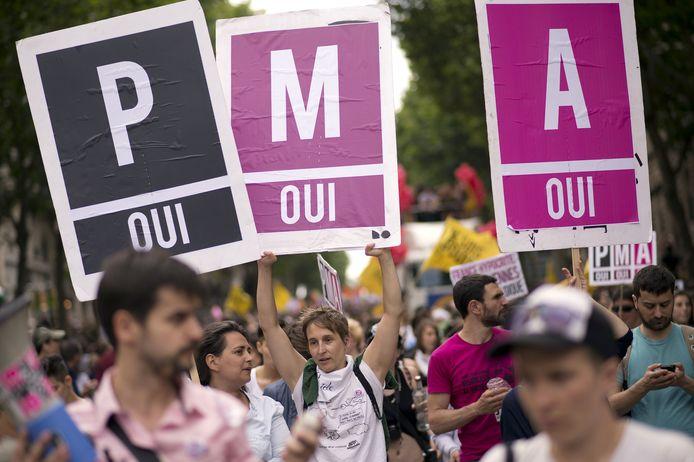 Illustration: manifestation à Paris durant l'été 2019 demandant la PMA pour toutes