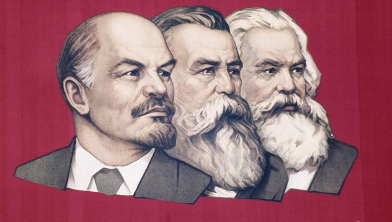 Lenin, Engels en Marx op een Sovjet-affiche: 'Voorwaarts, naar de overwinning van het communisme!' Beeld null