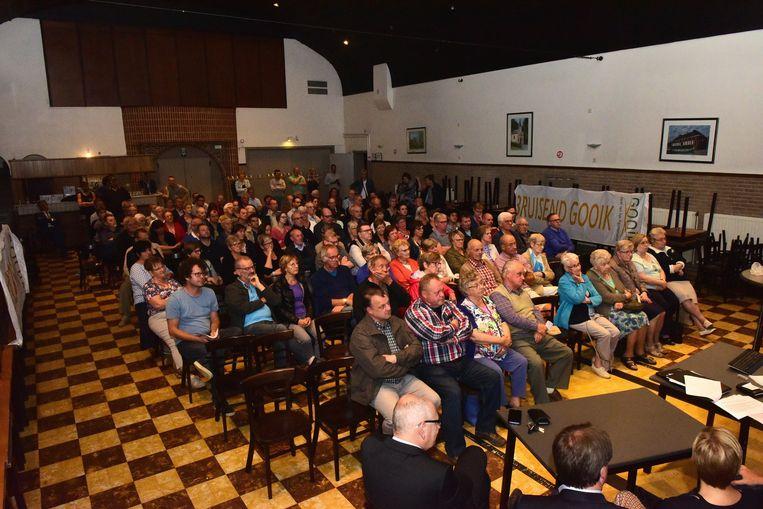 Heel wat mensen kwamen luisteren naar de plannen voor een nieuw centrum