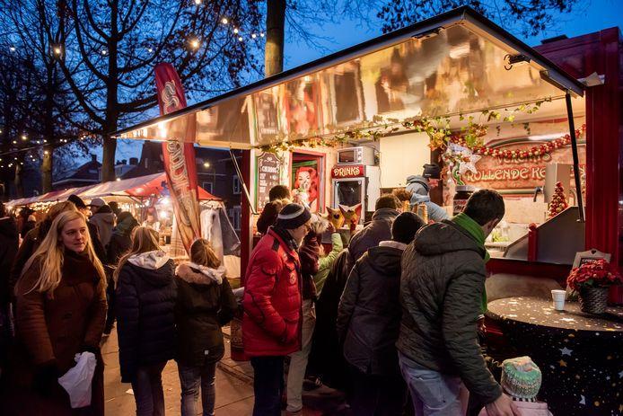 Wintermarkt op de Speelhuislaan in de wijk Belcrum.