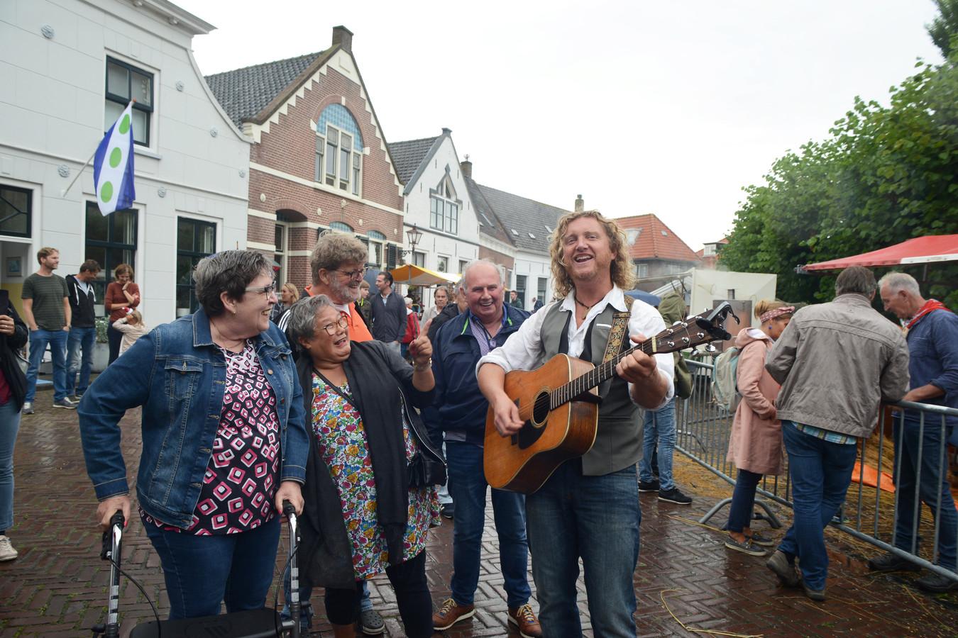 Hans van der Werf vorig jaar op de Vlasdag in Dreischor.