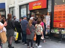 Opstopping in Almelo; winkel doet producten voor helft van de prijs van de hand