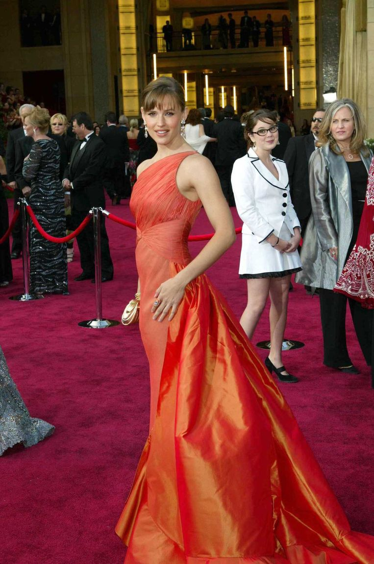 Jennifer Garner in Valentino (2004) The 15 most memorable dresses from the history of the Oscars