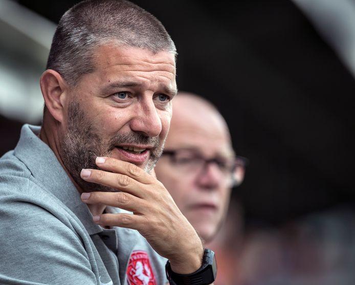 Jan Zoutman, hier actief als coach van Jong FC Twente, is vanaf dinsdag de nieuwe trainer van FC Dordrecht