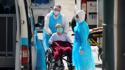 """LIVE. Aantal Britse doden stijgt op één dag met 24 procent - Acties in Carrefour-magazijn na virusbesmetting - """"Zeker niet wegblijven bij huisarts of uit ziekenhuis"""""""