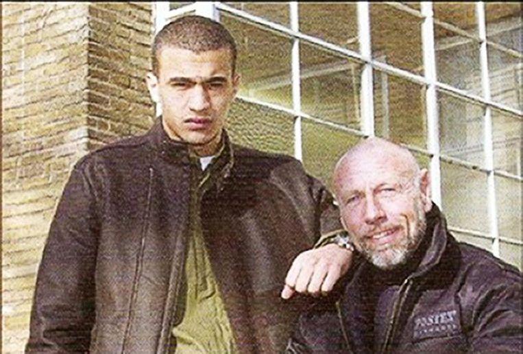 Een jonge Badr Hari met zijn voormalige coach en ontdekker Thom Harinck. Beeld null