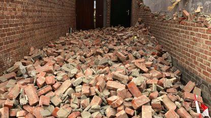 Storm Dennis blaast deel van gevel weg van woning in Weerde