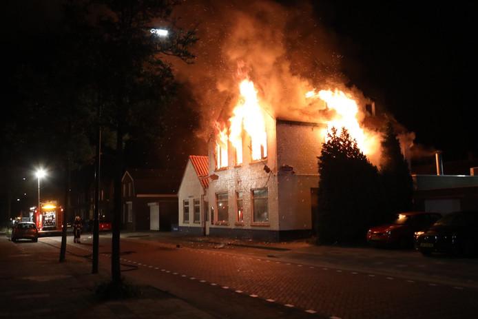 Brand bij leegstaand café 't Fabeltje in Oss.