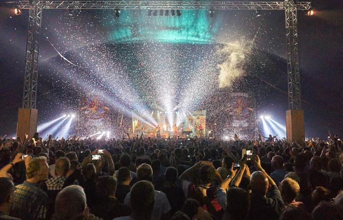 Het laatste optreden van Normaal in Twente, in 2015 kwamen 8000 fans naar Bentelo.