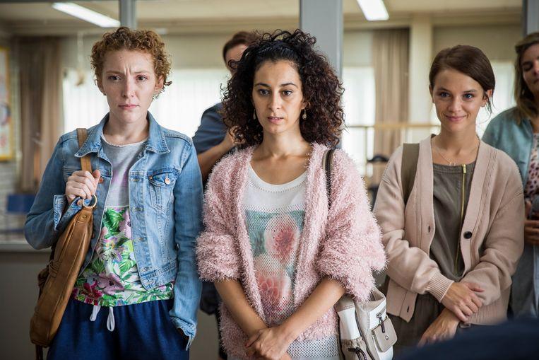 De Luizenmoeder, seizoen 1, aflevering 8 op woensdag 27 februari 2019 bij VTM. Op de foto: Ikram Aoulad (Mel), Hélène Devos (Kim) en Lynn Van Royen (Hannah).