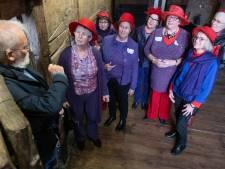 Red Hats trekken altijd bekijks, ook in Zierikzee