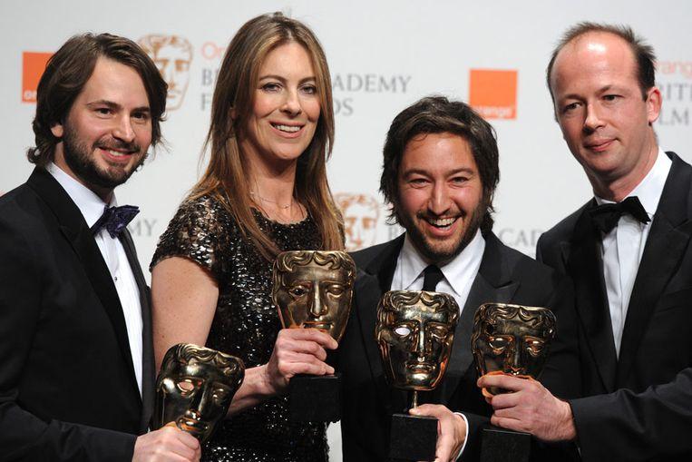 Scenarioschrijver Mark Boal (L), producer Nicolas Chartier (R), regisseur Kathryn Bigelow (2-L) and producer Greg Shapiro (2-R) tijdens de uitreiking van de Bafta's. (EPA) Beeld