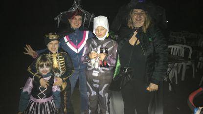 Halloweentocht trekt door de straten
