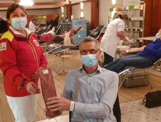Rode Kruis viert Jan voor 100ste bloedgift