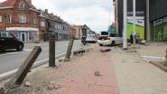 BMW-bestuurder ramt paaltjes en komt tot stilstand voor etalage van apotheek