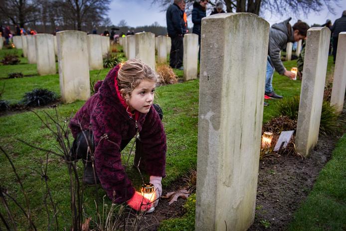 Canadese oorlogsslachtoffers werden op kerstavond herdacht met lichtjes.
