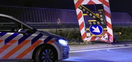 Auto ramt pijlwagen en lantaarnpaal en komt pas 150 meter verderop tot stilstand op N2 bij Waalre