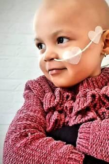 Zo gaat het met zieke Eva (3), die 27.000 kaartjes voor haar verjaardag kreeg